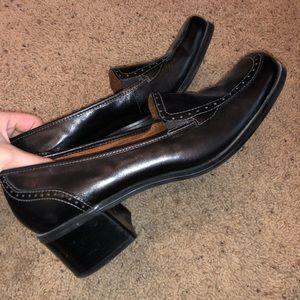 Naturalizer heeled shoes